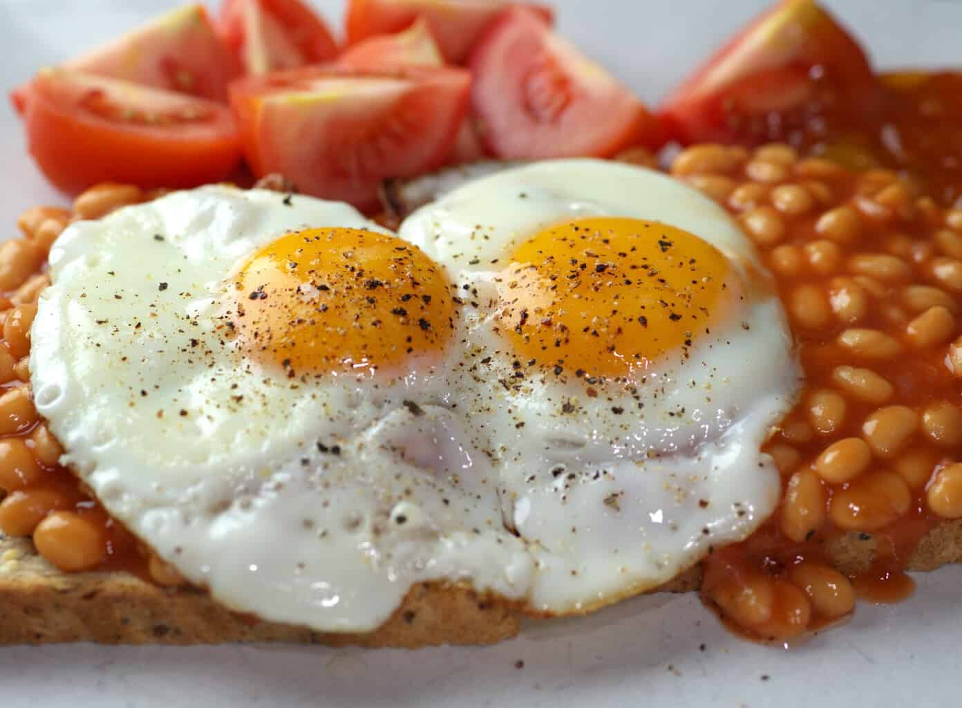 Beans and fried eggs on toast