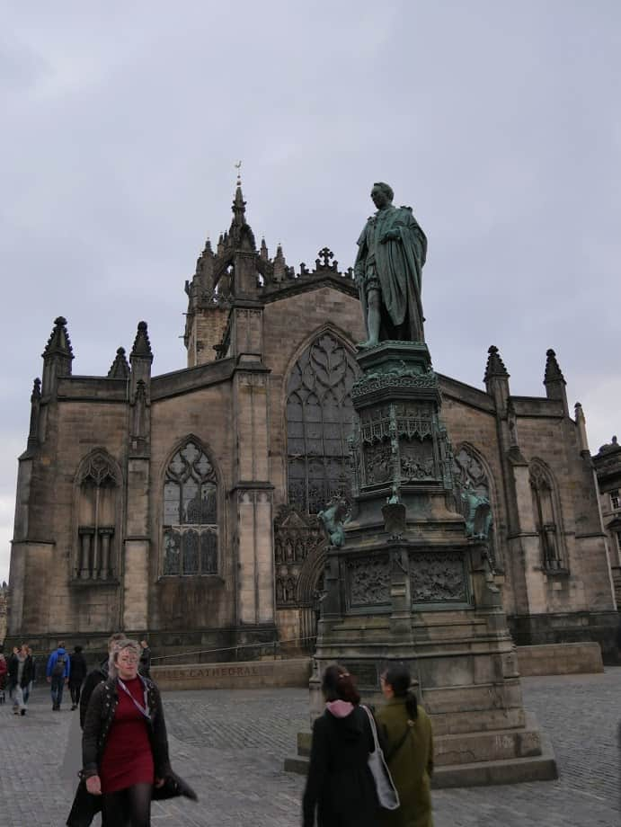 Statue in front of Edinburgh cathedral