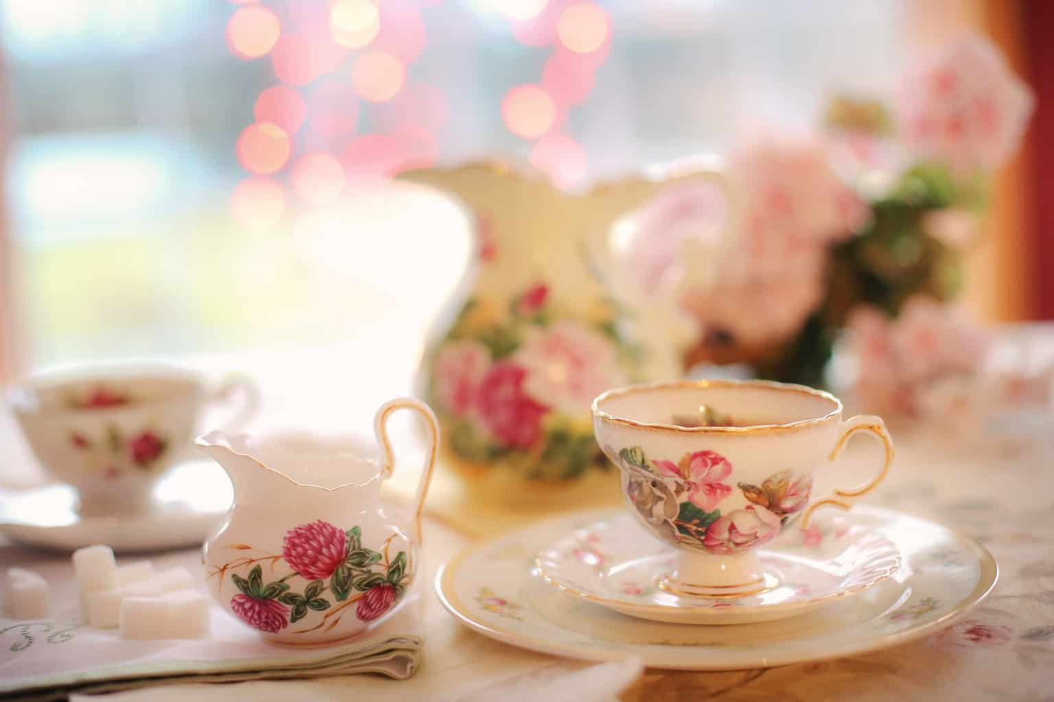 Flowery tea pot and tea cups