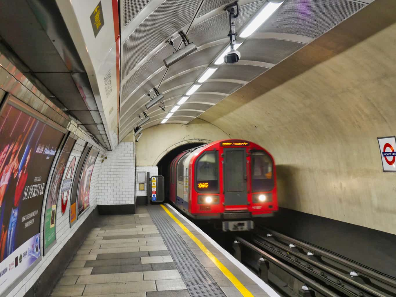 A train pulling in to a London Underground station