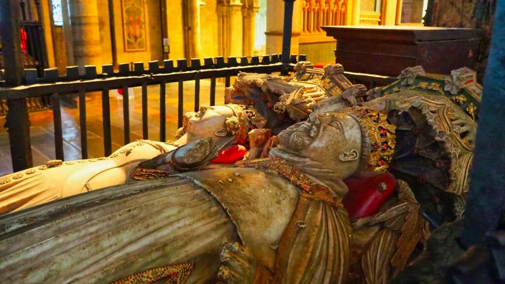 King and queen statues at a tomb in Canterbury Cathedral