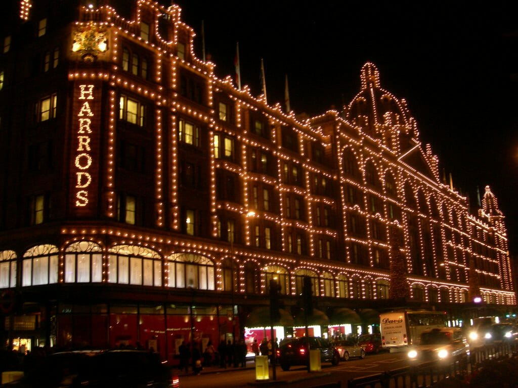 Harrod's exterior covered in lights at Christmas