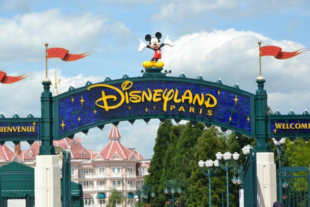Entrance sign to Disneyland Paris