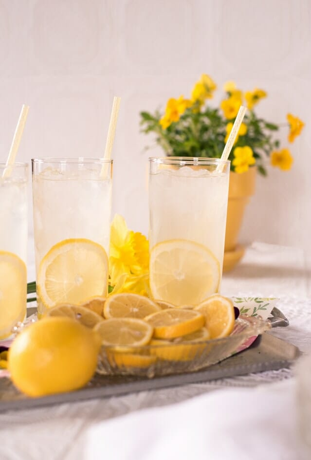 Some glasses of lemonade with lemon slices